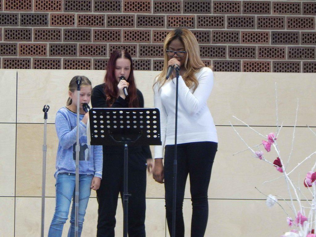 Die Sängerinnen unserer Schulband