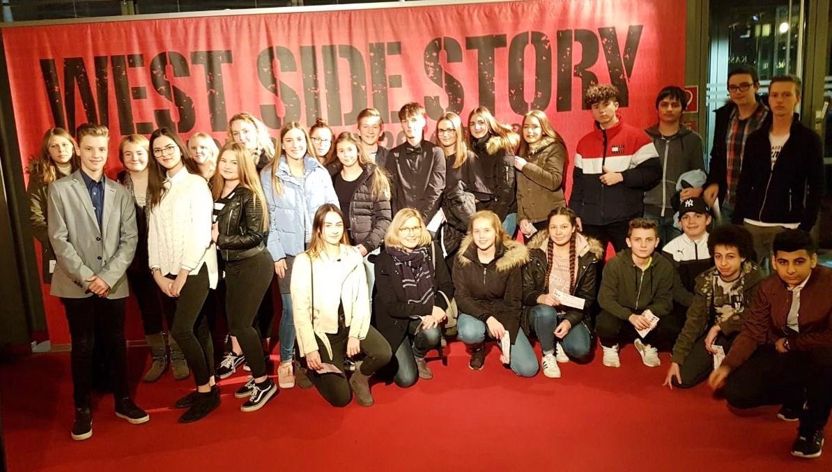 """Gelungener Schulstart nach den Weihnachtsferien – Die Klasse 9b besucht die """"West Side Story"""" im Kölner Musical Dome."""