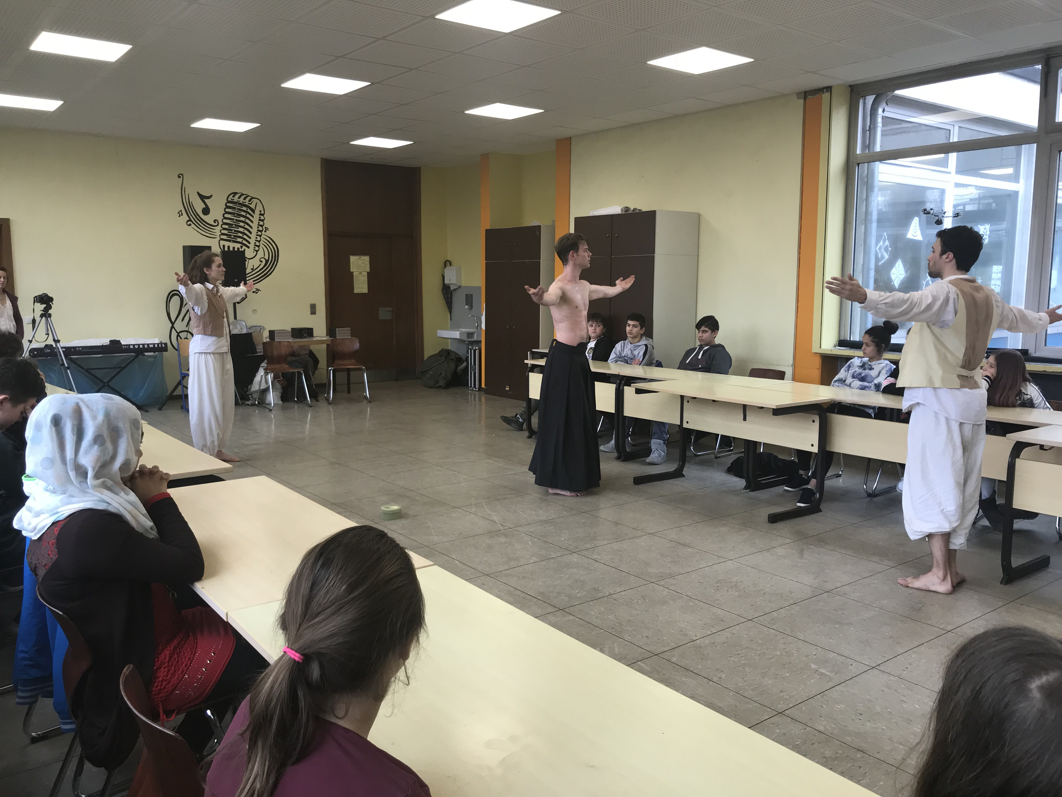 """Ballettproduktion """"Über Tische und Bänke"""""""